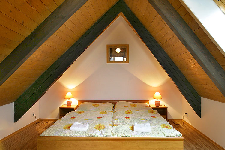 Attic Bedroom Top Features