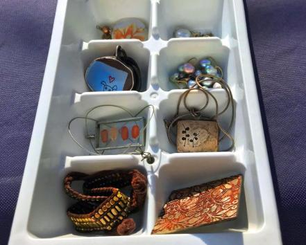 how-declutter-quickly-ice-cube-tray-standard_69d0719ca8632921557ecb00ef684461_860x692_q85